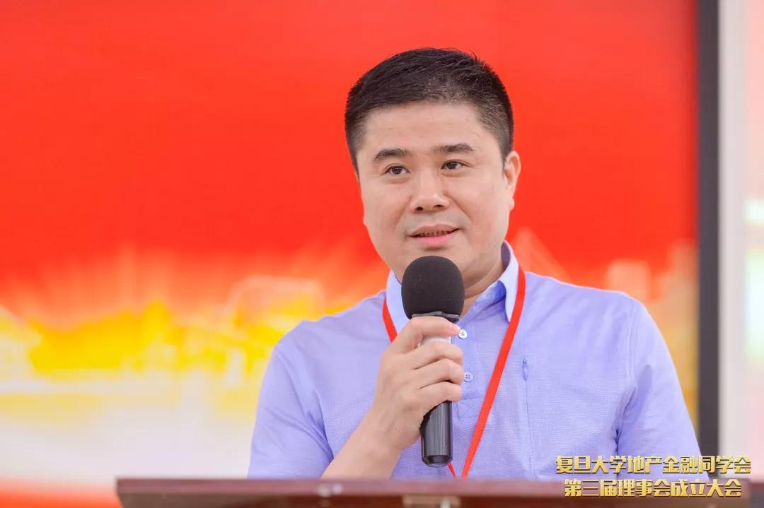 雷竞技app推荐码地产金融同学会执行会长黄荣先校友